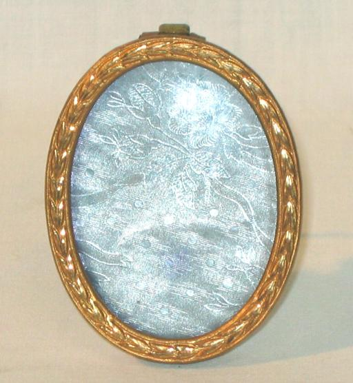 Small Gilted Bronze Oval Pictures Frame.